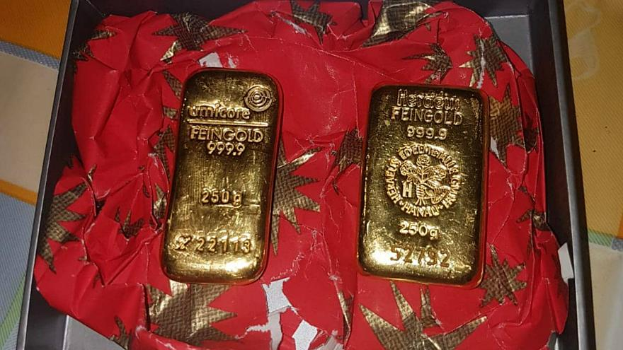 Secret samaritan Santa donates gold bars to local German nonprofits
