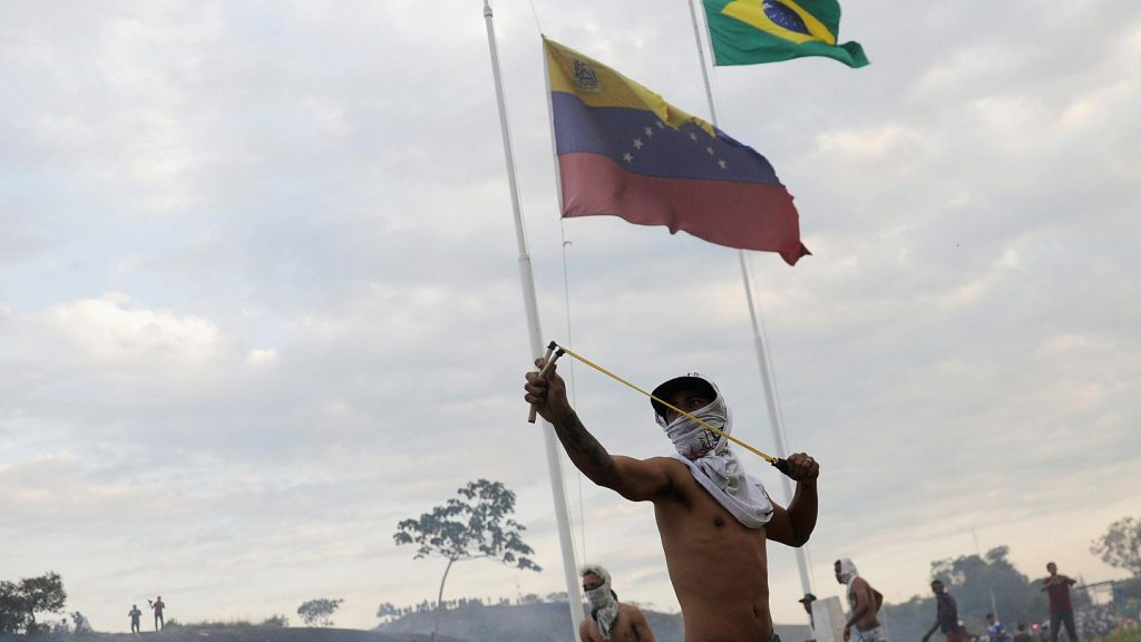 Venezuela: Soldiers desert as Guaidó prepares to meet Mike Pence