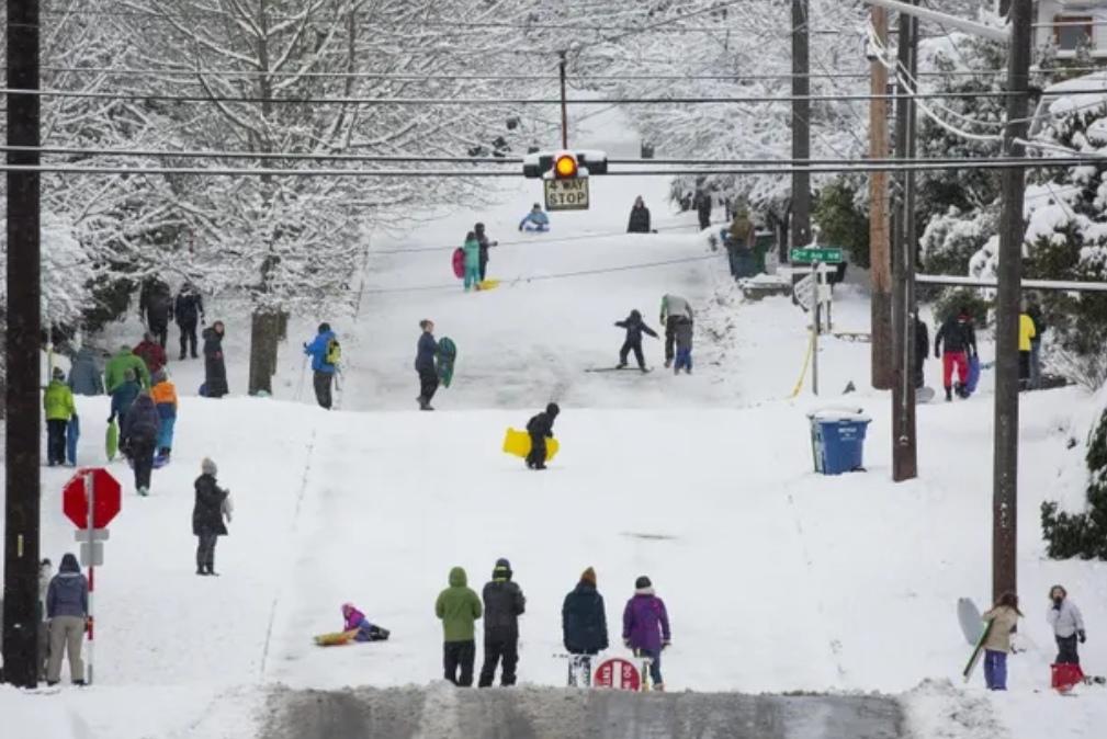 Hawaii sees 'very unusual' snow as US storms wreak havoc