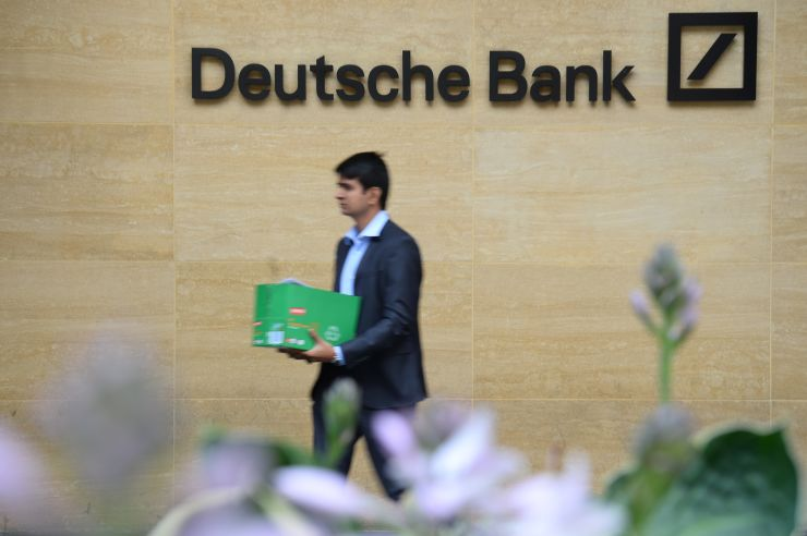 Deutsche Bank employees begin leaving London office amid global job cull